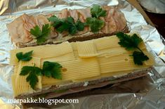 Matpakkebloggen: Smørbrødkake Butcher Block Cutting Board, Bamboo Cutting Board, Food And Drink, Baking, Kitchen, Cooking, Bakken, Kitchens, Cuisine