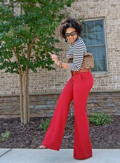 Outfits To Wear With Red Pants. Well, for most women wearing red pants comes down to just one thing; While the classic and most frequently seen style of trousers is the blue denim jeans, red is in a league all of its own. Flare Jeans Outfit, Pants Outfits, Flare Pants, Cute Outfits, Outfit With Red Pants, Stylish Outfits, Work Fashion, Curvy Fashion, Plus Size Fashion