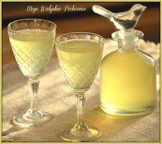Irish Cream, White Wine, Martini, Alcoholic Drinks, Juice, Tableware, Glass, Food, Smoothie