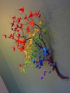Origami crane rainbow decor: something for Matthew to make M for Christmas?Origami cranes on a branch.A touch of colour.Origami cranes on a branch. -would love to do it but do i have the patience?Do with butterflies. Cranes are so easy to make, but w Diy And Crafts, Arts And Crafts, Paper Crafts, Art Projects, Projects To Try, Origami Paper, Origami Cranes, Oragami, Diy Origami