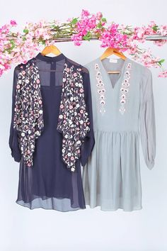 Easy- Going clothing, with delicate and intricate floral details by Sejal Jain Official 🌸🌸 Shop Now. Latest Fashion Trends, Trendy Fashion, High Fashion, Women's Fashion, Navy Shirt Dress, Pant Shirt, Kamiz, Pakistani Outfits, Tube Dress