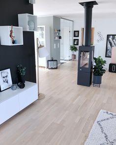 Este posibil ca imaginea să conţină: 1 persoană, interior Home Living Room, Living Room Designs, Living Room Decor, Ottoman Decor, Small Apartment Design, Living Place, Uk Homes, Easy Home Decor, Dream Decor