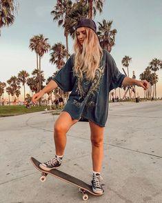 Look Skater, Skater Girl Style, Skater Dress, Skateboard Pictures, Skateboard Girl, Surfergirl Style, Skate Girl, Skate Style Girl, Skater Girl Outfits