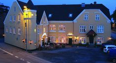 Hotel Højslev Kro Højslev The family-run Hotel Høislev Kro is situated 150 metres from Høislev Train Station. It offers free Wi-Fi and rooms with TVs and private bathrooms. The Skive Fjord is 5 minutes' drive away.
