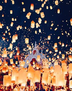 Floating Lanterns, Sky Lanterns, Paper Lanterns, Chiang Mai, Fine Art Photography, Travel Photography, Voyager Loin, Thailand Photos, Ethereal Beauty
