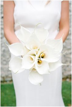White calla lilly bouquet, understated, contemporary, monochrome
