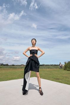 Roland Mouret Resort 2018 Fashion Show Collection