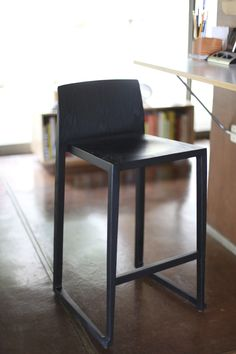 This tall, long-legged version of the Hanna chair, designed by Antonio Basile, features similar light weight but strong materials and construction. The seat height is perfect for residential kitchen spaces. Black Bar Stools, Modern Bar Stools, Bar Counter, Counter Stools, Dining Chair Set, Dining Room Table, Kitchen Installation, Contemporary Bar, New Home Construction