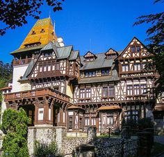 The Pelisor Castle in Sinaia, Romania. : The Pelisor Castle in Sinaia, Romania. Beautiful Castles, Beautiful Buildings, Beautiful World, Beautiful Places, Beautiful Pictures, Peles Castle, Castle Ruins, Medieval Houses, Medieval Castle