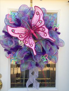Spring deco mesh wreath with curly mesh tubing and a butterfly for spring