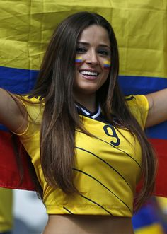 A Colombian supporter smiles as she waits for the start of the group C World Cup soccer match between Colombia and Greece at the Mineirao Stadium in Belo Horizonte, Brazil, Saturday, June World Girls Hot Football Fans, Football Girls, Soccer Fans, Soccer World, Fans Sports, World Cup 2018, Fifa World Cup, Colombian Girls, Hot Fan