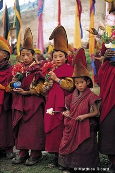 petitcabinetdecuriosites:    Young monks at Shechen Monastery  Young monks walk in procession during the annual festival of sacred dances at Shechen Monastery (Kham, Eastern Tibet). 1995.  http://www.photoby.fr/THE-PHOTOGRAPHERS-Matthieu-Ricard-Tibet/c91_177_179/p1203/MR64-Young-monks-at-Shechen-Monastery/product_info.html