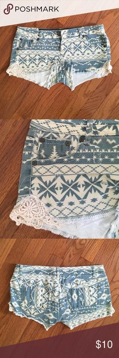 Super Cute Shorts Worn once and in good condition. Feel free to make an offer or bundle and save 30%! Vanilla Star Shorts