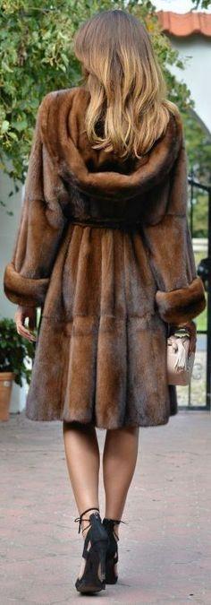 Luv this coat! More – Sabine Kallenbach Luv this coat! More Luv this coat! Fur Fashion, Winter Fashion, Fashion Outfits, Womens Fashion, Petite Fashion, Style Fashion, Manteau Vison, Fabulous Furs, Winter Stil