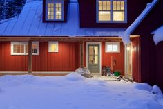 love the door color with the barn red w white trim
