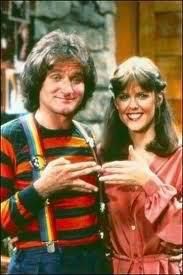 This show always had me laughing so hard. Mork and Mindy - nanu nanu - this show was so hilarious. May you RIP Robin Williams! Robin Williams, Hayley Williams, Photo Vintage, Vintage Tv, Eminem, Emission Tv, Mork & Mindy, Old Shows, Old Kids Tv Shows