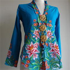 Kebaya Lace, Kebaya Brokat, Kebaya Dress, Batik Kebaya, Blouse Dress, Traditional Fashion, Traditional Outfits, Asian Fabric, Batik Pattern