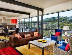 Superbe salon avec des accents marron, bleu et orange ~ Décoration Salon / Décor de Salon