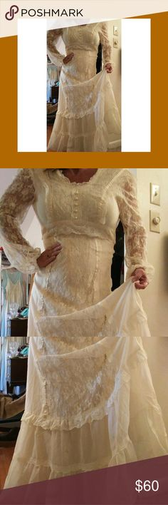 Vintage 70s gunne sax style prairie wedding dress Vintage cream lace maxi prairie wedding dress, perfect for your hippie boho style.  Tags have been removed, this could very well be gunne sax, I'm not sure.  Size tag states 11/12, but this is vintage so it runs smaller, about an 8.  I'll provide measurements if requested. Condition is great, no flaws of any kind that i can see. Beautiful and flowy, just gorgeous.  Pearl decorative buttons, zip back, waist tie back, fully sheer lace sleeves…
