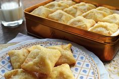 Print Apricot Pillow Cookies   Ingredients DOUGH: 1 3/4 cups flour (sifted) 1/2 tsp lemon zest 1/4 tsp salt 8 oz. (225 g) cream cheese soft to room temperature 1 cup butter soft to room temperature FILLING: 1 jar quality apricot preserves Instructions Cream butter and cream cheese with electric mixer, sift flour and salt [...]
