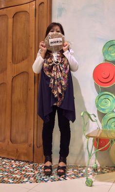 シックな花柄ジレはシンプルに** K さまからお土産いただきました ^_^. Model:shop assistant K