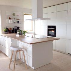 [Have a nice weekend] #kitchen #kjøkken #kitcheninspo #kvik #manobykvik #hay #dinesen #douglas  #interior #interiør #interior123 #interior2you #interior4all #interior4you #nordicinspiration #norskehjem #nordiskehjem #finahem #scandinavisk #nordicdesign #instahome #roomforinspo #rom123 #interiorforinspo #scandinavianinterior #onlyinterior #ssevjen #maritfollandinspo #hltips