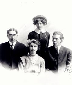 Mary MacLane and her siblings.