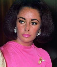 (1) @ethan1960/movie / Twitter Elizabeth Taylor Jewelry, Elizabeth Taylor Cleopatra, Miss Elizabeth, Hollywood Icons, Hollywood Stars, Old Hollywood, Nastassja Kinski, Greta, Violet Eyes