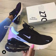 There is 0 tip to buy shoes, nike air. Help by posting a tip if you know where to get one of these clothes. Nike Air Shoes, Nike Air Max, Girls Nike Shoes, Cool Nike Shoes, Sports Shoes, Cute Sneakers, Sneakers Nike, Chanel Sneakers, Souliers Nike