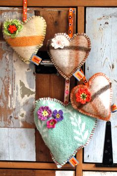 Love these patterned fleece/felt ornaments. Recycled Blankets, Sewing Crafts, Sewing Projects, Felt Gifts, Vintage Blanket, Fabric Hearts, Heart Crafts, Valentine Decorations, Felt Ornaments