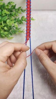 Diy Friendship Bracelets Tutorial, Bracelet Tutorial, Friendship Bracelet Patterns, Lanyard Tutorial, Diy Bracelets With String, Diy Bracelets Easy, Handmade Bracelets, Diy Crafts Jewelry, Bracelet Crafts