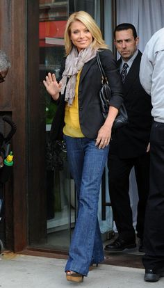 Kelly Ripa in Anlo Mara Trouser Jeans - Denimology Casual Outfits, Cute Outfits, Fashion Outfits, Womens Fashion, Proper Attire, Kelly Ripa, Yellow Top, Trouser Jeans, Autumn Winter Fashion