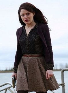 Belle is packing heat, while Rumple gives Hook a beating.