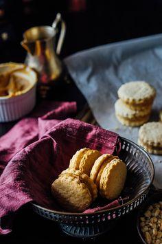 ALFAJORES – Dulche de leche sandwich cookies | A cupcake for Love