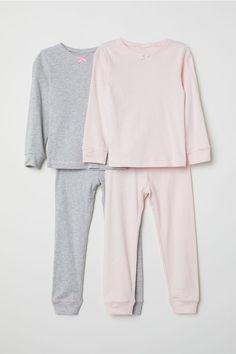 Pyjamas in printed cotton jersey. Long-sleeved top and bottoms with an elasticated waist. Summer Pajamas, Girls Sleepwear, Pink Kids, Jersey, Pajama Top, Fashion Company, Summer Girls, Shirt Shop, Nightwear