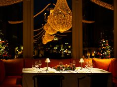 Julius Meinl am Graben Table Settings, Chandelier, Ceiling Lights, Table Decorations, Lighting, Christmas Markets, Furniture, Home Decor, Fine Dining