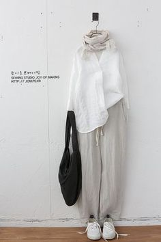 Source by carolabarenco clothes hijab Modern Hijab Fashion, Hijab Fashion Inspiration, Muslim Fashion, Korean Fashion, Japan Fashion Casual, Mode Outfits, Casual Outfits, Fashion Outfits, Mode Kimono