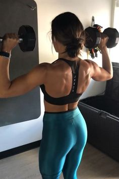 The latest tips and news on Workouts are on POPSUGAR Fitness. On POPSUGAR Fitness you will find everything you need on fitness, health and Workouts. Dumbbell Shoulder, Shoulder Workout, Tabata Workouts, Dumbbell Workout, Workout Abs, Workout Style, Body Fitness, Fitness Tips, Fitness Motivation