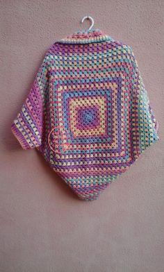 easy crochet jacket_back sideThis Pin was discovered by pat Poncho Crochet, Crochet Bolero, Crochet Cocoon, Crochet Jacket, Freeform Crochet, Love Crochet, Diy Crochet, Granny Square Häkelanleitung, Granny Square Crochet Pattern