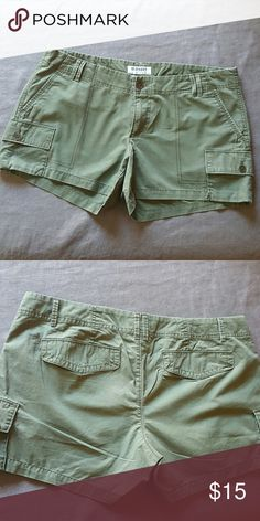Old navy cotton shorts These shorts come from my personal collection. I bought them, never got to wear them and now I can't fit them! :-( they have a flat front and flattering fit. Olive green color Old Navy Shorts