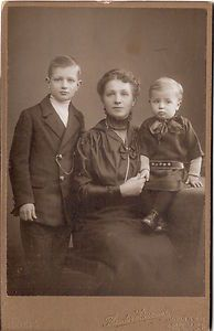 Vintage cabinet photo of a German mother with two children