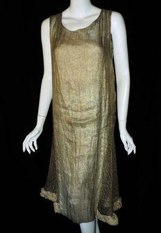 1920-е годы серебряный ламе Хлопушки падения талии платье с металлическим серебром боковых панелей и Velvet Ruching