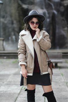 chaqueta-borreguillo-botas-altas-look-myblueberrynightsblog || Shearling beige jacket from La Redoute and high boots. Multiopticas #LaGafaPerfecta