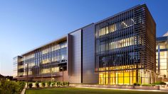 Working in tandem with the new Matthew Knight Arena, the Alumni Center building offered the architect and university an opportunity to create a new front doo...