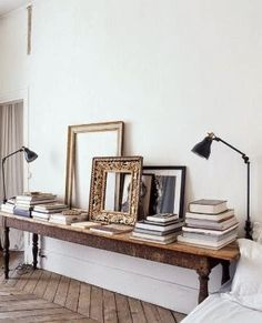 Love the idea of empty frames, adding character to a wall. Home Interior, Interior Styling, Interior And Exterior, Interior Decorating, Hallway Decorating, Apartment Interior, Kitchen Interior, Kitchen Design, Decorating Ideas