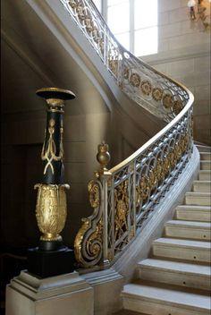 Iron Stair Railing, Staircase Railings, Grand Staircase, Staircase Design, Banisters, Staircases, Mansion Interior, Luxury Homes Interior, Luxury Decor