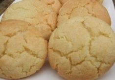 Recette : Biscuits au citron de maman. Frosting Recipes, Cupcake Recipes, Cookie Recipes, Desserts With Biscuits, Cookie Desserts, Dessert Biscuits, Cream Cheese Cupcakes, Gluten Free Peanut Butter Cookies, Easy Sweets