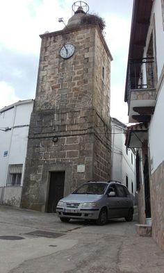 La Torre del Reloj, del siglo XIX, y nuestro infatigable Hyunday Matrix.