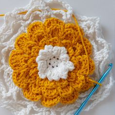*~Crochet Giant Flower Hot-pad~* Whether you use it as a hot-pad, coaster, or centerpiece, it's a great addition to any home! A lot of crochet patterns arrive through necessity and I really n…