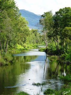 A Tâmega é para Chaves o que a Tamisa é para Londres ou a Sena para Paris...Às margems deste lindo rio começam em Galiza na Serra de San Mamede para uma viagem de 145 quilômetros. A Tâmegaatrave...